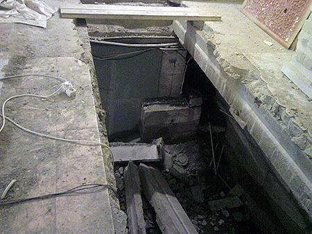 Демонтаж плит перекрытия и проемы в перекрытиях: http://www.slom-servis.ru/perekritie.htm