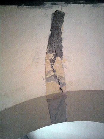 трещина в несущей стене над проемов в виде арки