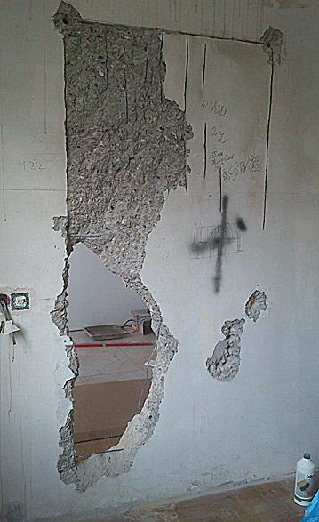 выламываем проем в бетонной стене